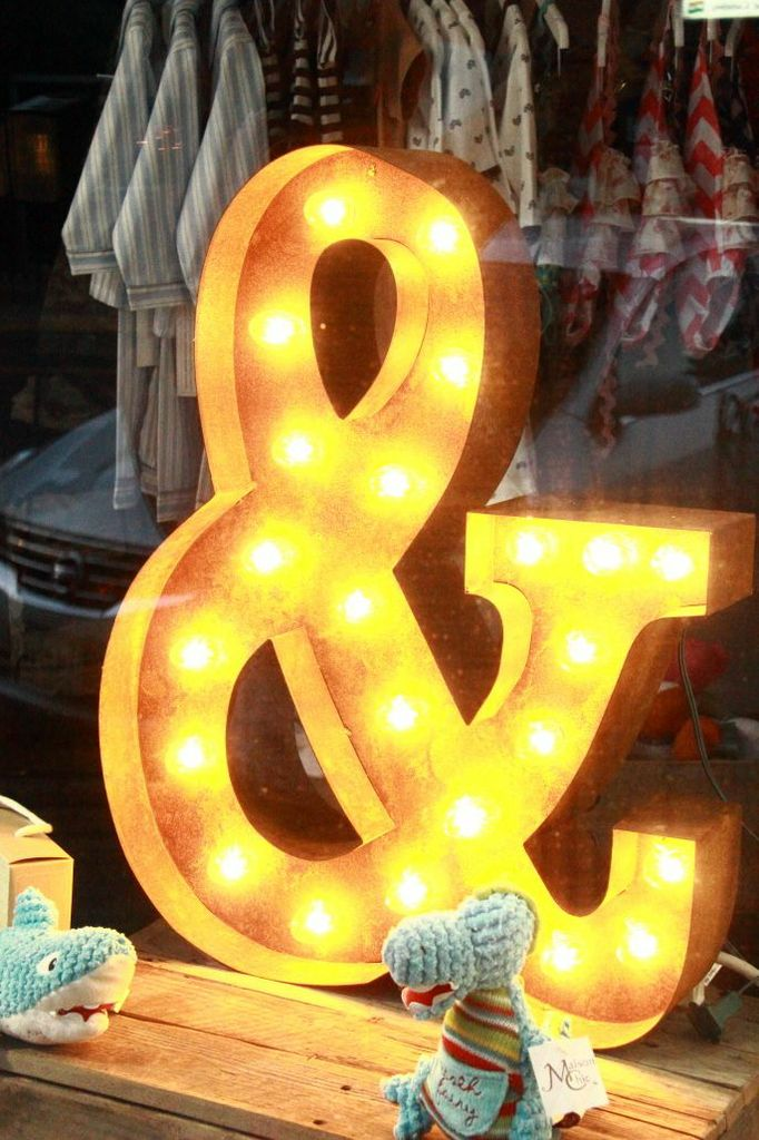 Glowing ampersand and symbol