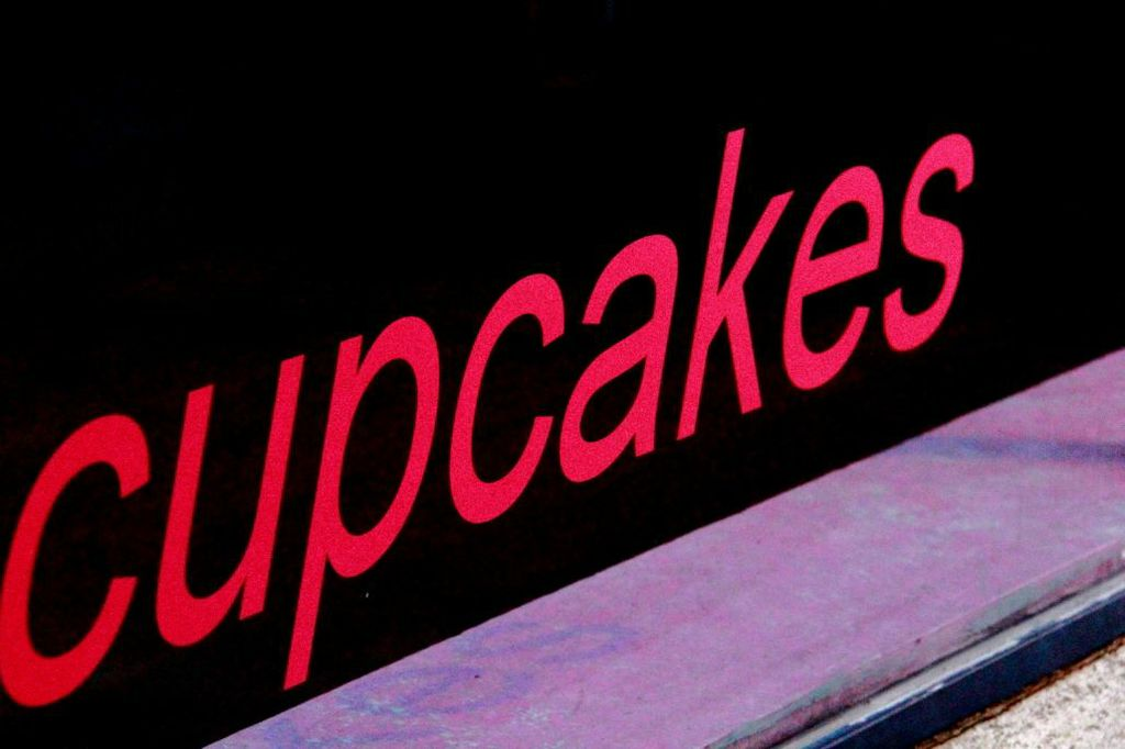 the word Cupcakes in pink